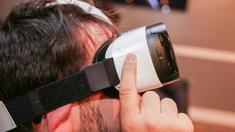 How To Make Your Own VR Headset At Home